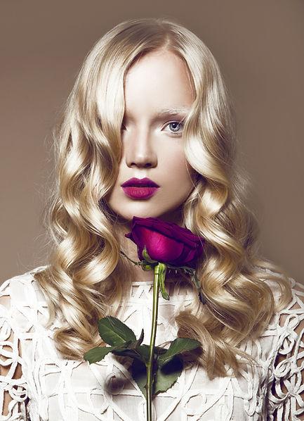 Die Frau mit der Rose