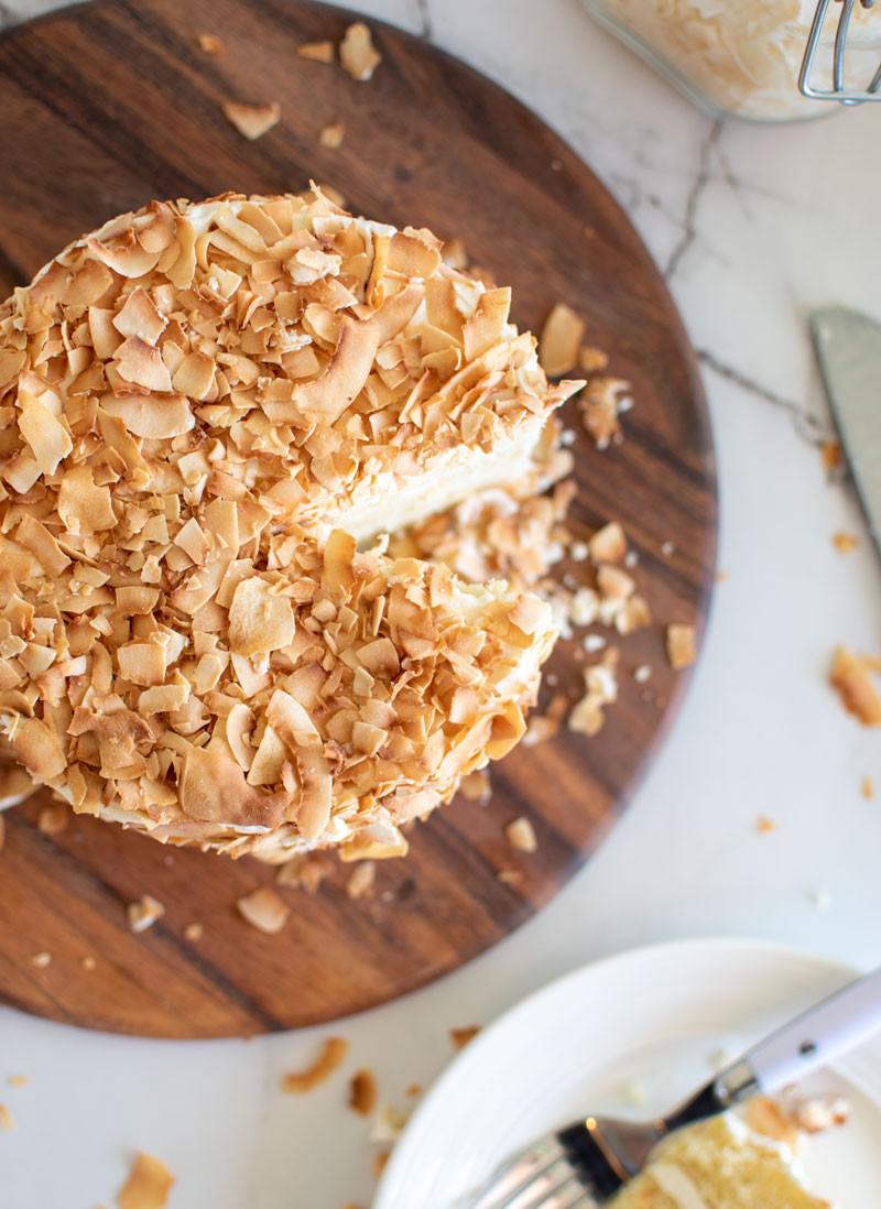 The best easy cake recipe to learn frosting cakes, coconut cake, lemon cake, toasted coconut, gluten free cake, gluten free baking, high altitude baking, summer cake #organic #organiccake #lemoncake #coconutcake #toastedcoconut