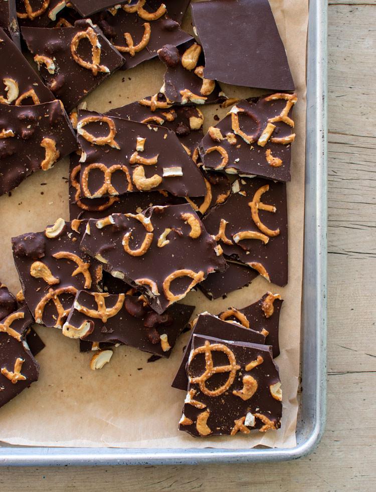 DIY Dark Chocolate Cashew Pretzel Bark Recipe, DIY Bark, Holiday bark, christmas bark, chocolate bark, dark chocolate bark, gluten free bark, vegan bark, chocolate candy, homemade candy, from scratch candy, christmas candy #candy #chocolate #darkchocolate #pretzel #pretzelbark #holidaybark #christmscandy