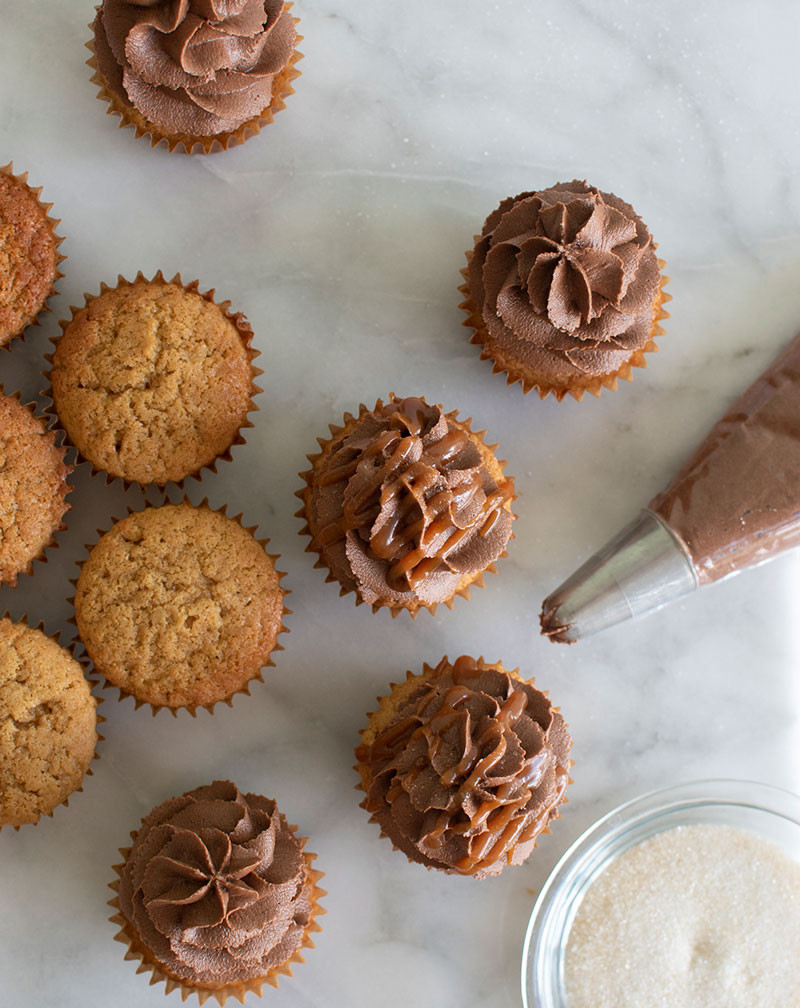 Here I have the most simple recipe for milk chocolate salted caramel cupcakes, cupcake recipe, cupcakes, milk chocolate, salted caramel, caramel cupcakes, organic cupcakes, gluten free cupcakes, high altitude cupcakes #glutenfree #glutenfreecupcakes #cupcakes #milkchocolate #organic #caramel #saltedcaramel