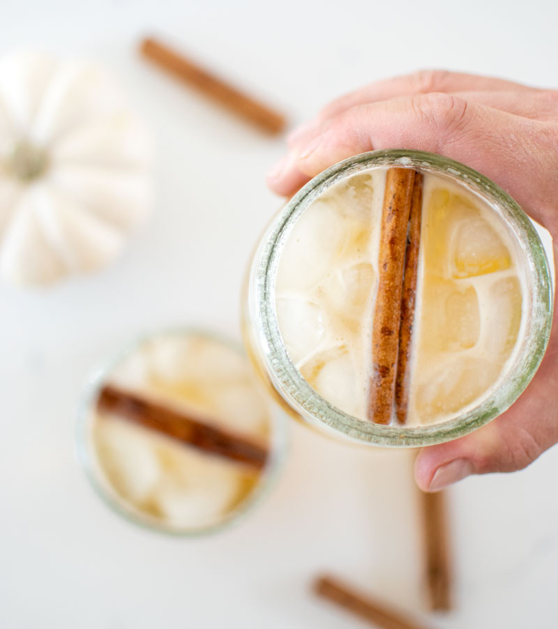 Simple recipe for a Sparkling Apple Cider Bourbon Cocktail, the perfect fall inspired cocktail recipe! Only 4 simple ingredients and you have a fall or holiday cocktail that is sure to impress everyone at your holiday party #cocktail #drinkrecipe #cocktailrecipe #bourbon #applecider #sparklingapplecider