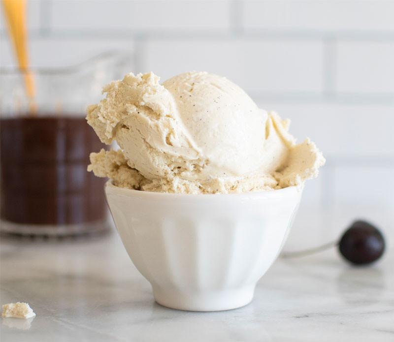 Easy ice cream sundea recipe the whole family will love, ice cream sundae, ice cream, cherry on top, cherry, fresh cherries, organic, gluten free, naturally gluten free #glutenfree #naturallyglutenfree #icecreamsundae #dessert #frozendessert