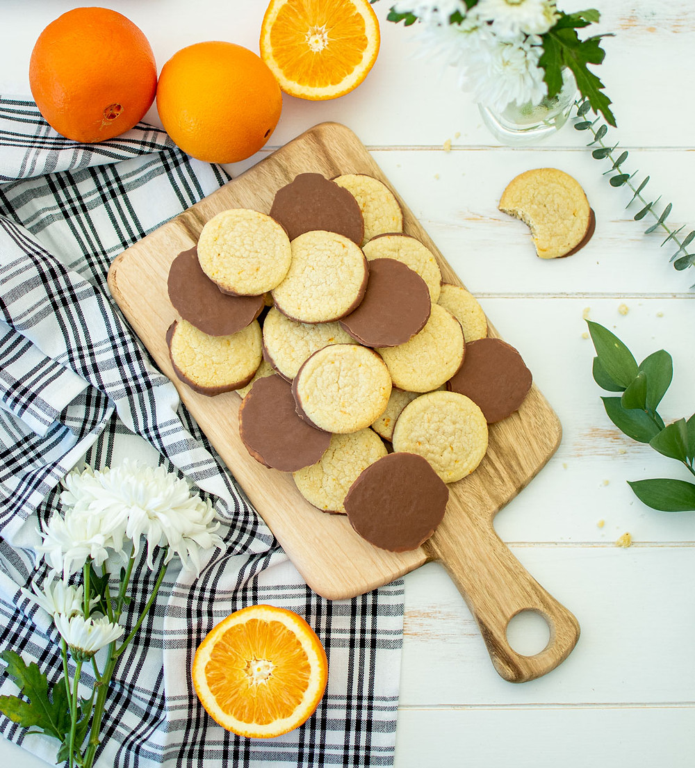 Easy and simple Milk Chocolate Orange Shortbread cookie recipe, using orange zest. This shortbread cookie recipe only has 6 ingredients. Easy and delicious cookies, citrus and milk chocolate make for the best combo #organiccookies #organicrecipe #shortbreadcookies #egglesscookies #milkchocolate #highaltitudebaking