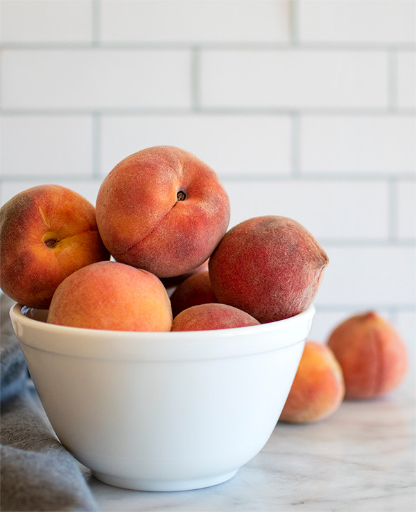 A bowl full of fresh peaches
