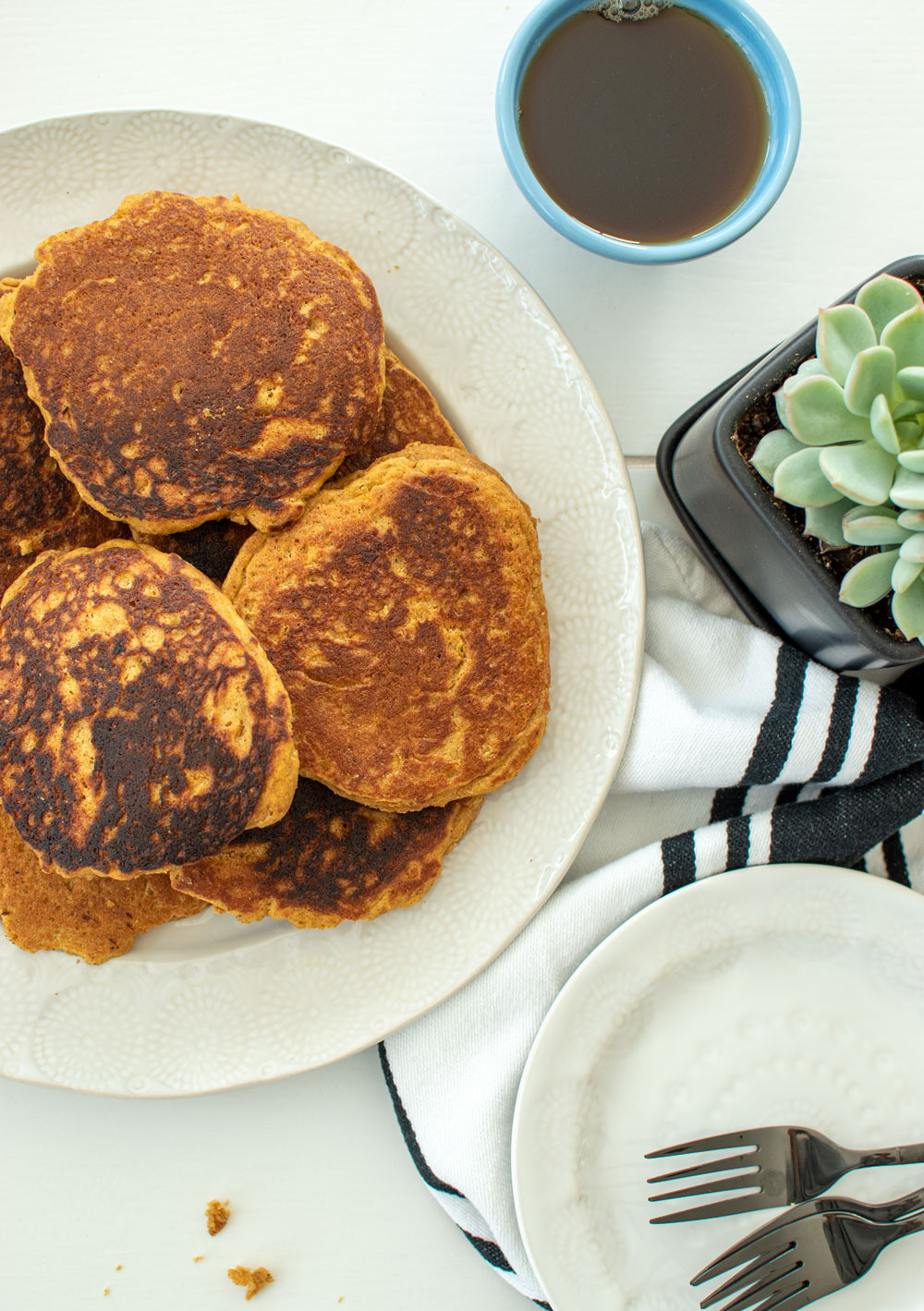 Easy and healthy Pumpkin Spice Pancake recipe. Festive and fun Thanksgiving breakfast pancake recipe. These fall inspired pancakes are just what you want #pancakes #organic #pumpkinspice #pumpkin #healthy #healthypancakes #pancakes #easy #easypancakes