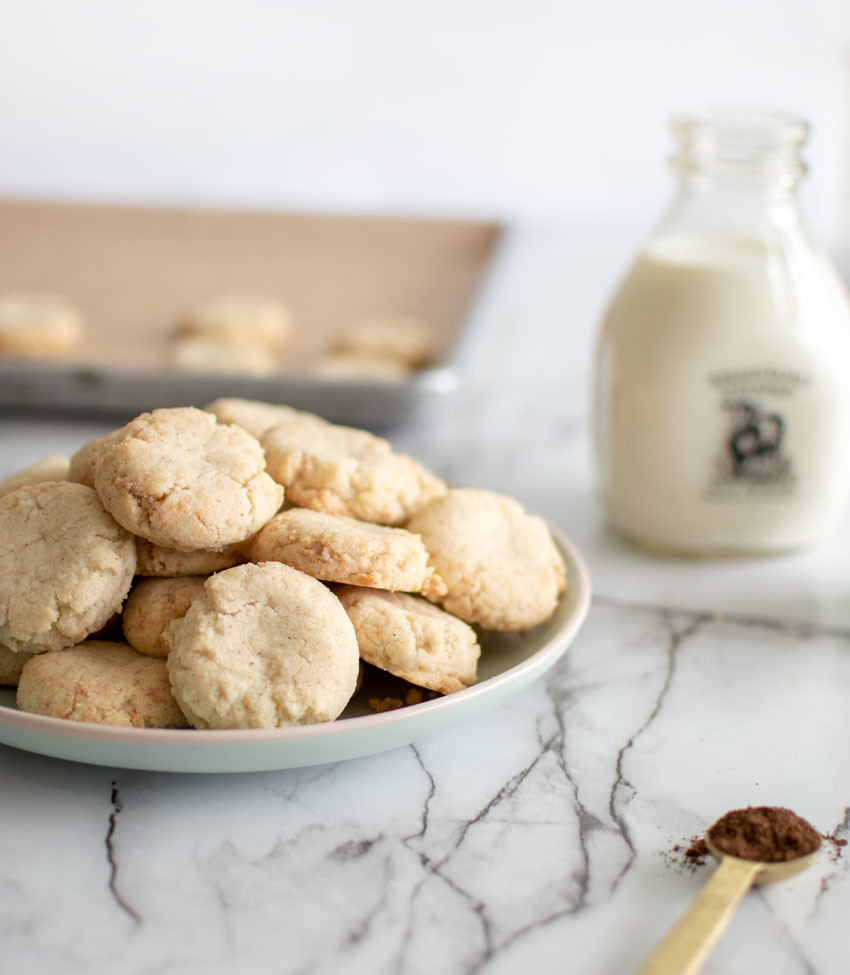 Healthy and yummy coconut mini cookies, easy and delicious coconut cookies, coconut cookie recipe, mini cookie recipe, mini cookies #organic #coconut #minis #coconutcookies #coconut #vanillabean