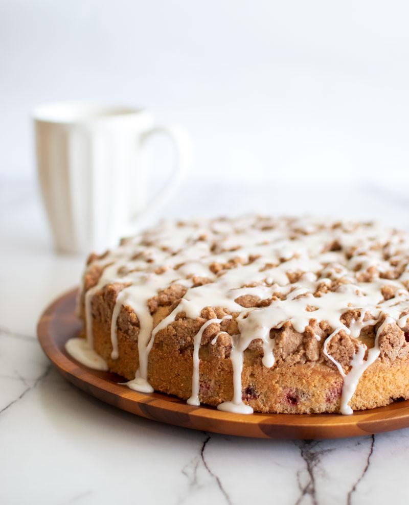 Easy snack cake recipe, coffee cake recipe, simple coffee cake recipe, easy coffee cake recipe, cranberry cake, streusel topping, spiced cake, organic cake #christmascake #christmasrecipe #holidaycake #cranberrycake #coffeecake