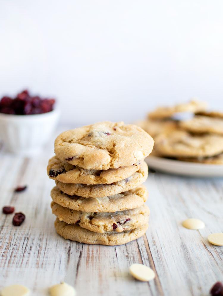 The best almond white chocolate chunk cookies, white chocolate chips, white chocolate chunks, cranberry, cranberry cookies, gluten free cookies, organic, organic cookies, white chocolate chips #whitechocolate #almondcookies #glutenfreecookies #organiccookies #highaltitudebaking