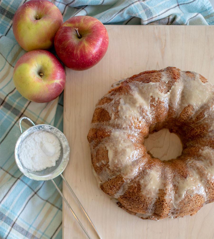 Easy homemade bundt cake, bundt cake, apple, honey, honey glazed, apple bundt cake, cake, best cake ever #organic #glutenfree #glutenfreecake #organiccake #bundtcake #fromscratch #recipe
