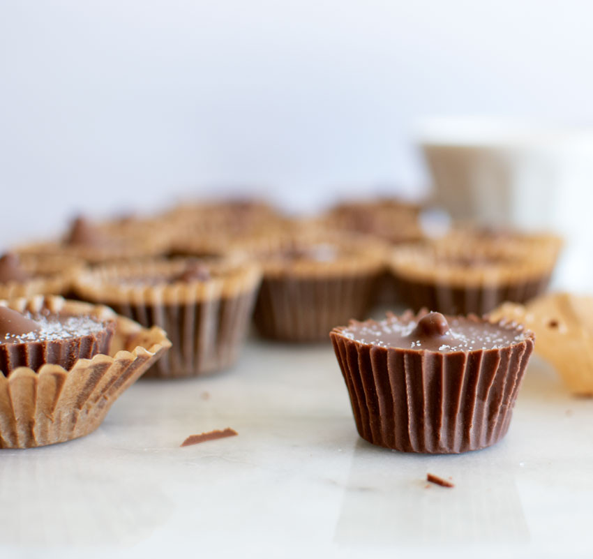 In this post you'll find easy almond butter cups recipe, almond butter, easy candy, candy recipe, homemade candy, healthy candy, gluten free candy, organic candy #candy #organic #peanutbuttercups #almondbutter #almondbuttercups