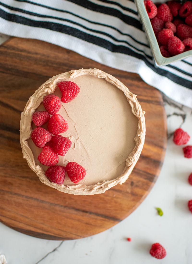 Chocolate Raspberry Cake, raspberry cake filling, chocolate ganache buttercream, chocolate ganache, white cake, summer cake, raspberry filling #raspberrycake #raspberrycakefilling #raspberryfilling #chocolateganache #whitecake #highaltitudebaking #organiccake #cake