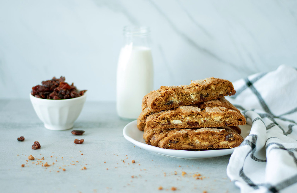 Simple and decadent White Chocolate Cranberry Biscotti recipe that's perfect for Valentine's Day! This easy and delicious biscotti recipe would be great for Christmas or Valentine's Day, dip it in milk, tea or hot chocolate! #biscotti #organic #organicbiscotti #whitechocolate #whitechocolatecranberry #christmascookies