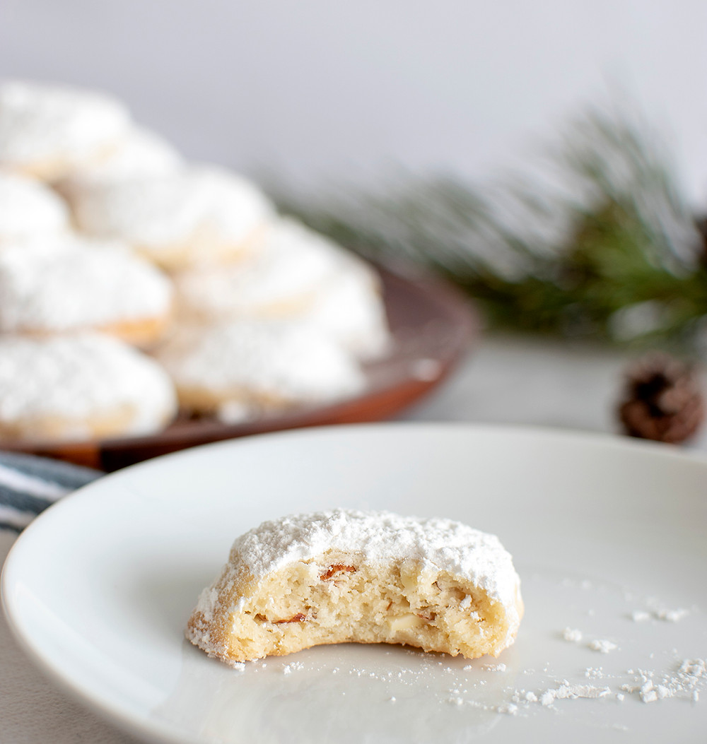 Easy almond snowball cookie recipe, snowball cookies, christmas cookies, snow day cookies, almond cookies, gluten free cookies, high altitude baking #snowball #snowballcookies #almondcookies #almond