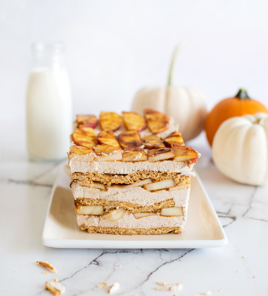 The most easy ice box cake recipe, fall cake, fall baking, pumpkin spice, pumpkin spice cake, whipped cream, graham crackers, pumpkin, apples, spiced apple, #organic #organiccake #iceboxcake #cake #fallbaking #fallcake