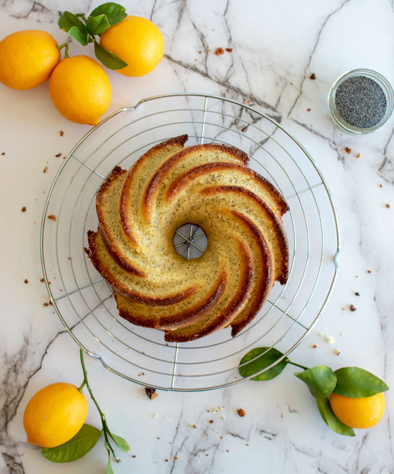 Healthy lemon poppy seed cake, bundt cake, meyer lemon cake, meyer lemon glaze, poppy seed cake, organic #organic #bundtcake #bundt #meyerlemon #lemonpoppyseed