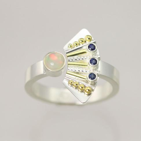 Striped Totem with 3 Stones Split Ring