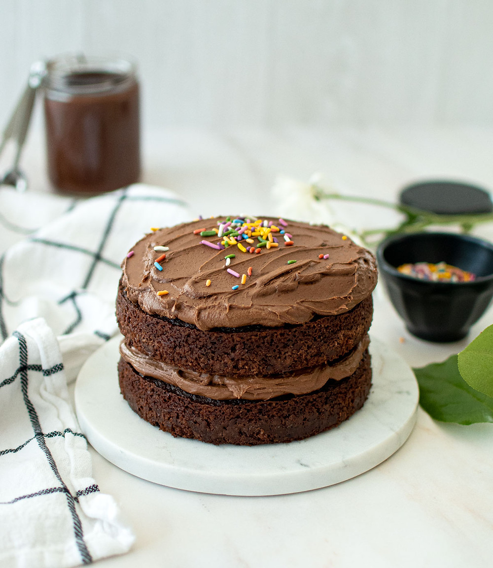 Vegan Chocolate Ganache Frosting made without butter. This easy and simple dairy free chocolate frosting recipe is so delicious you won't even be able to tell it's vegan! #vegan #chocolateganache #veganfrosting #dairyfreefrosting #dairyfree