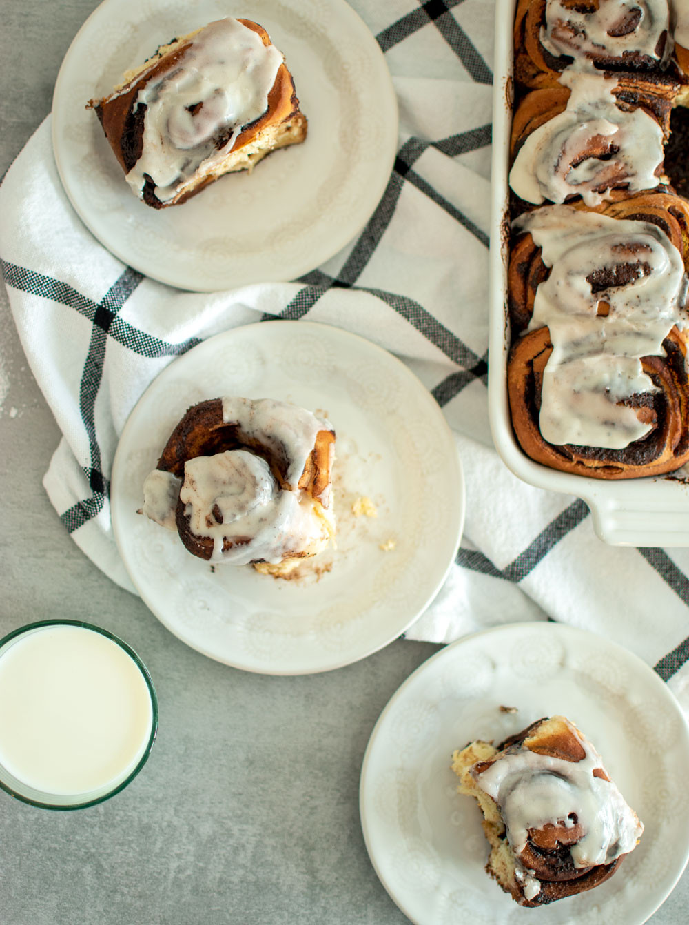 Chocolate Sweet Roll recipe that's perfect for brunch. This easy alternative cinnamon roll recipe is fun take on the classic cinnamon roll. Filled with chocolate instead of cinnamon and topped with a sweet glaze #cinnamonrolls #sweetrolls #chocolatepastries #breakfastpastries #brunch #brunchrecipe #highaltituderecipe #highaltitudebaking
