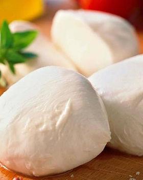 CocuSocial-Mozzarella-Cheese-Making-1.jp