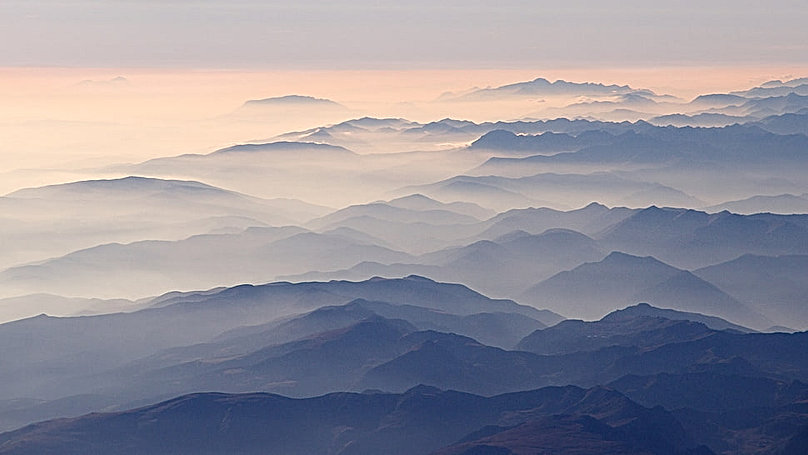 pyrenees-aerial-photography-black-and-gr