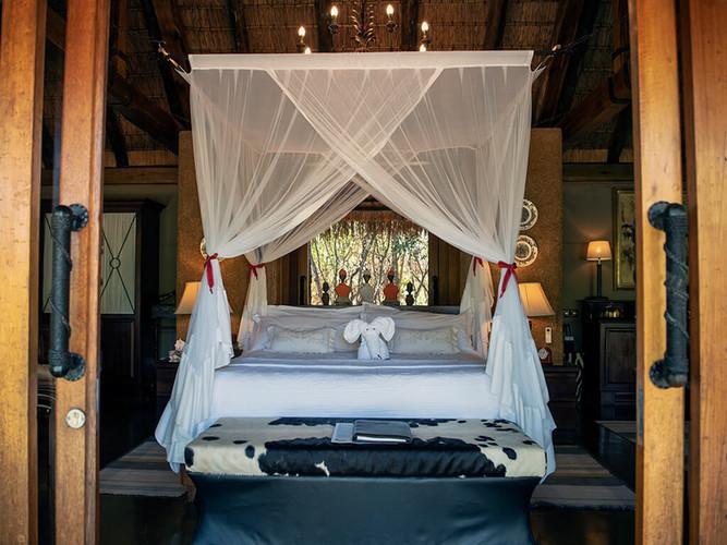 jabulani-suites-bedroom.jpg