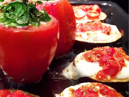 Tomates recheados com requeijão de castanhas e Mini pizzas de berinjela