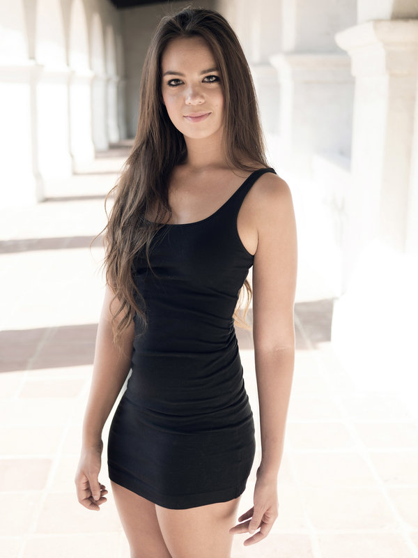 young-female-model-in-sexy-black-dress_8