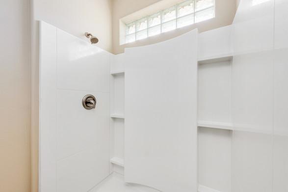 Guest Bathroom - Willow Oak Floor Plan - Eleven Oaks