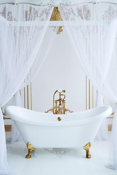 Unique Setting for Soaking Tub