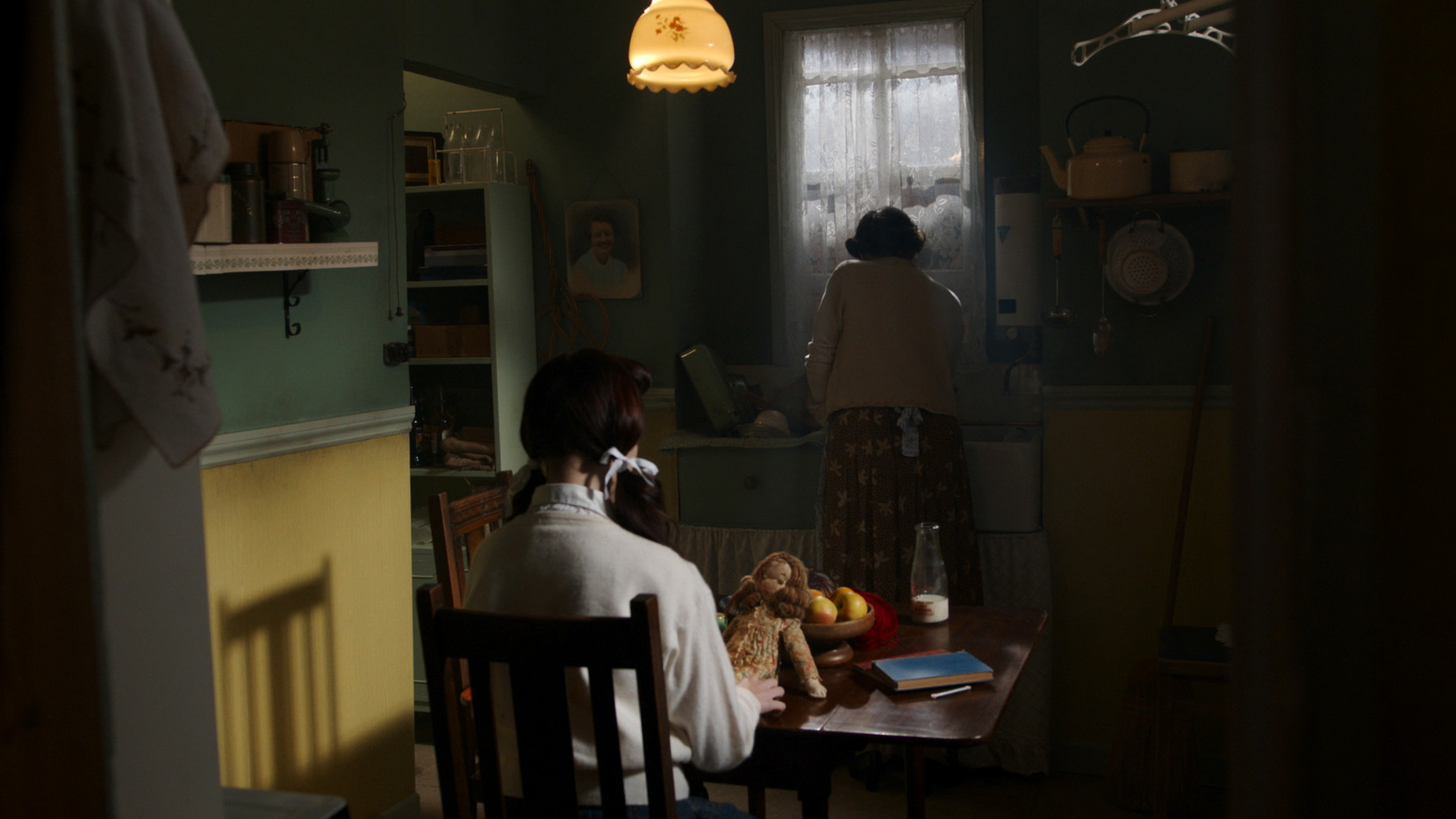 The Lossen | 12-year-old Sylvia (Taylor Lapworth) and her mother (Law Ballard)