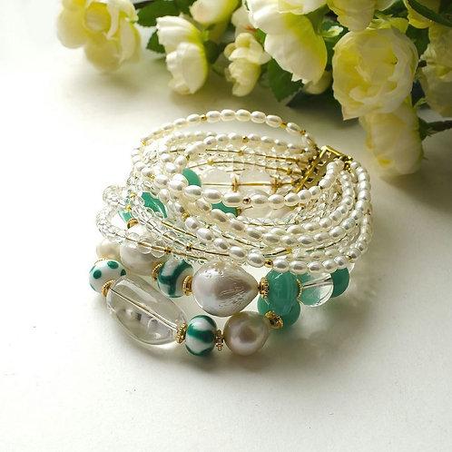 Объемный браслет из барочного жемчуга, хрусталя, лэмпворк