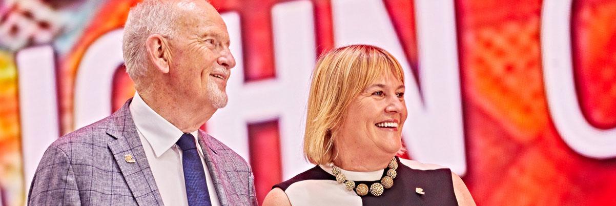 Jayne Leach et John Curtis