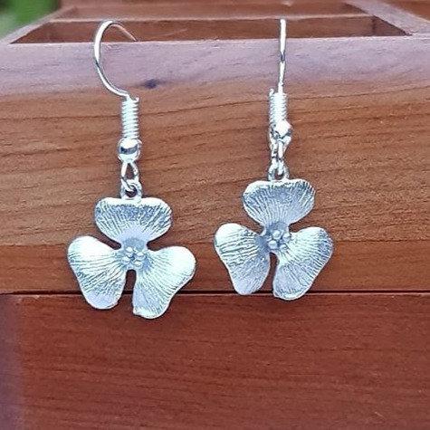 Narcissus Single Flower Dangle Earrings