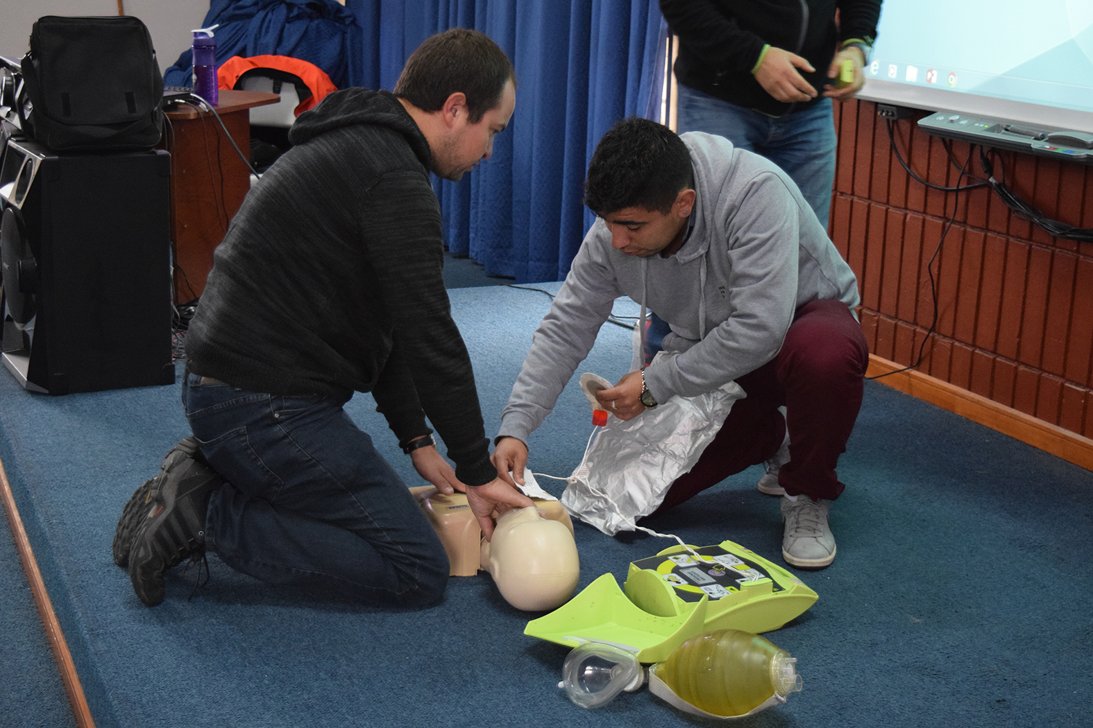 Capacitan a funcionarios del Hospital del Salvador de Valparaíso en ...