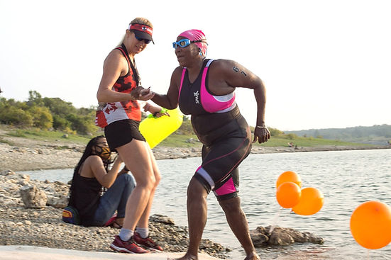 FB_Jean Youngerman_triathletes_group_rid