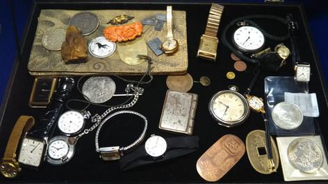 小物色々:サンゴ・腕時計・仁丹入・懐中時計・根付・サイフ・古銭・金貨・小判金 その他色々