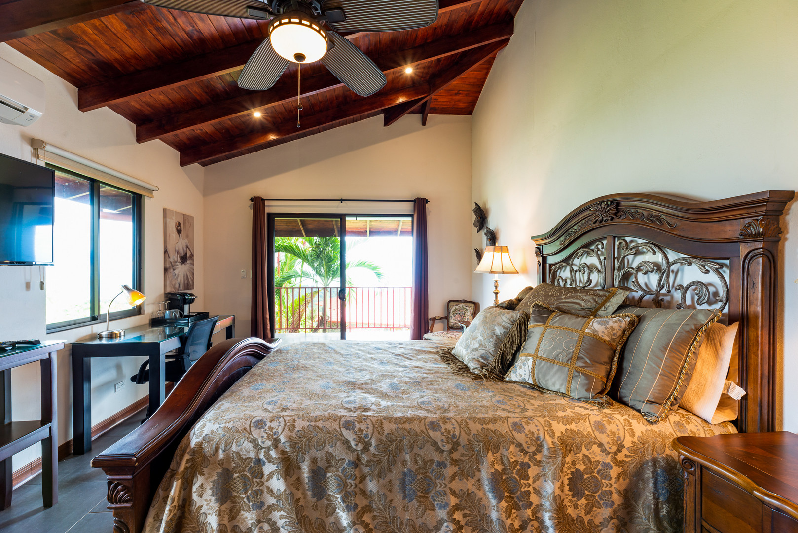 Comfortable and luxurious rooms