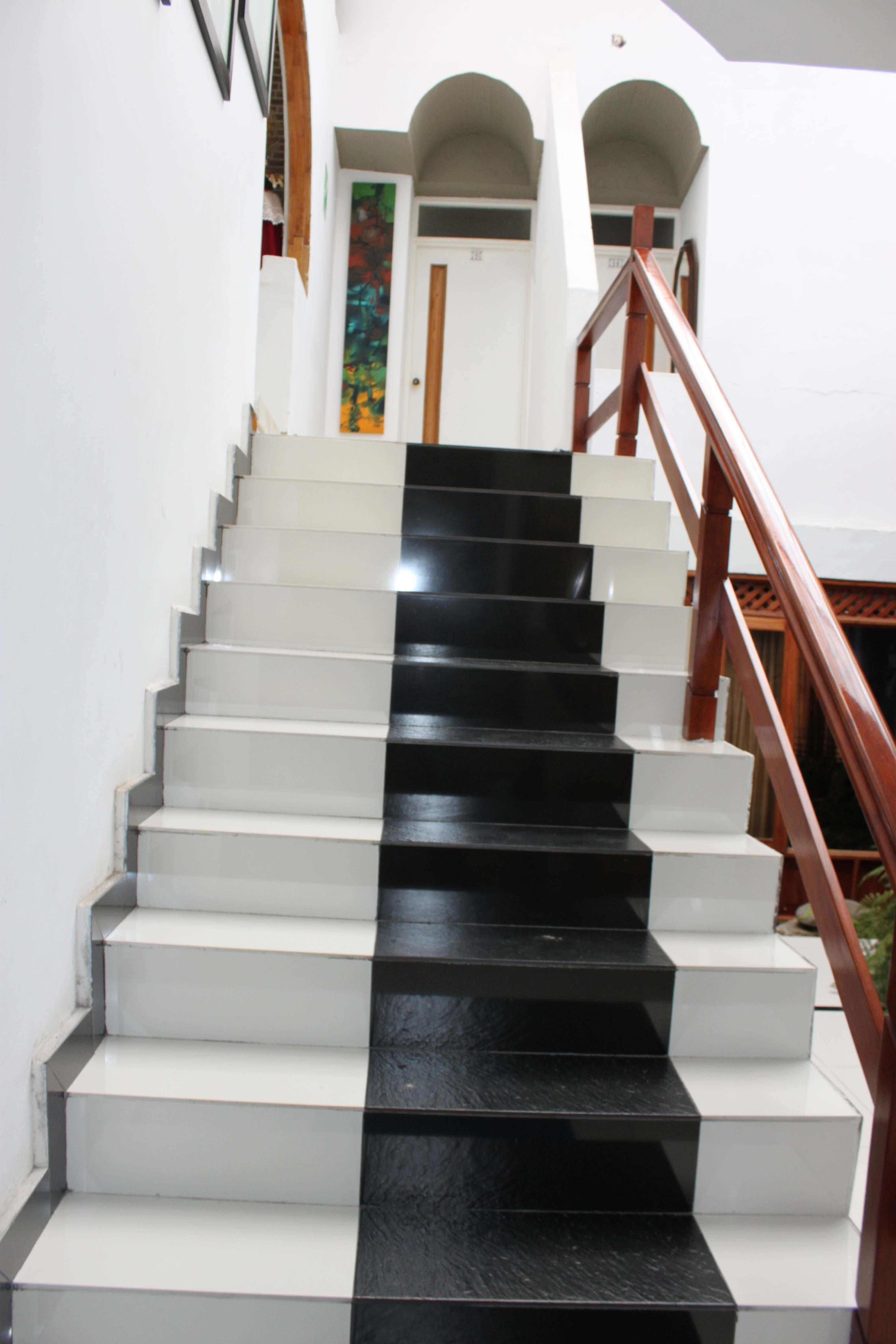 Escaleras del Hotel Hostal Ullumbe