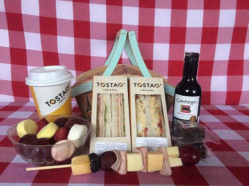 Picnic Tostao Incluye:  Canasta  Mantel  y Catering Tostao Ref 50511