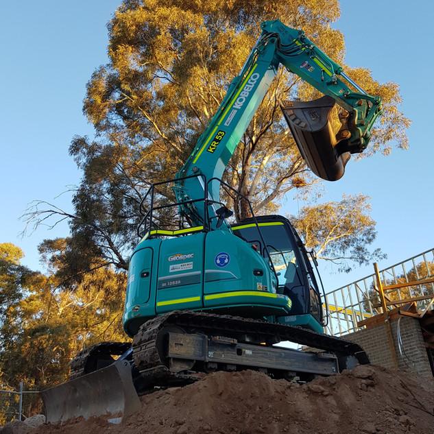 13.5T Excavator KR Photo 3.jpg