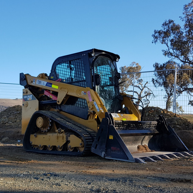 60hp Track Loader KR Photo 2.jpg