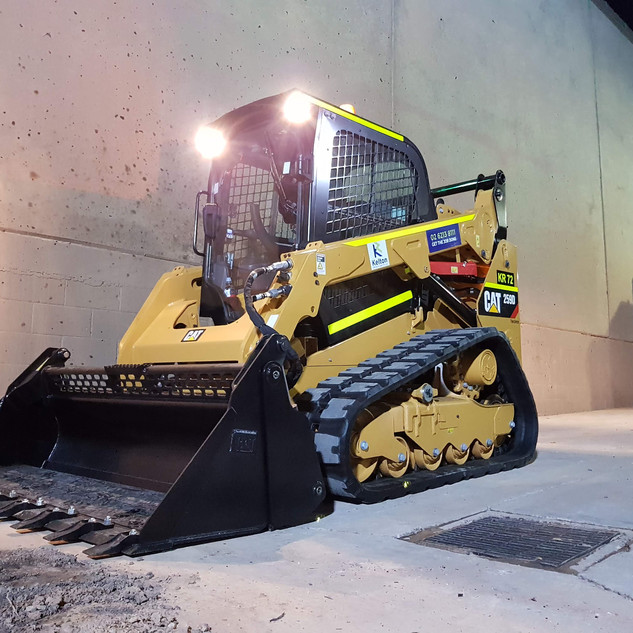 75hp Track Loader KR Photo 1.jpg