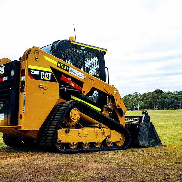 60hp Track Loader KR Photo 1.jpg