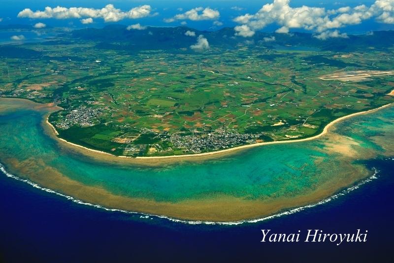 石垣島、白保の豊かな珊瑚礁 (沖縄県八重山諸島)