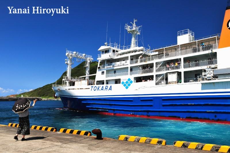 口之島「フェリーとしま」の出港 (鹿児島県トカラ列島)