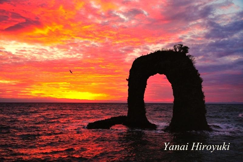 奥尻島の鍋釣岩(なべつるいわ)