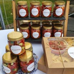 salsa-display-at-market