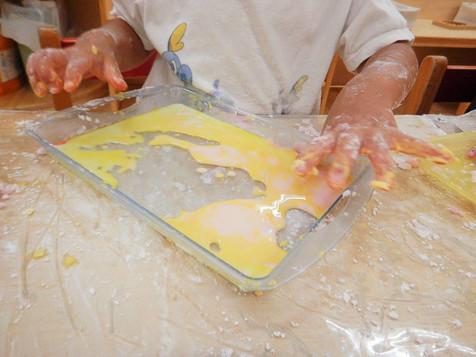 小麦粉粘土や片栗粉粘土につける色づくり