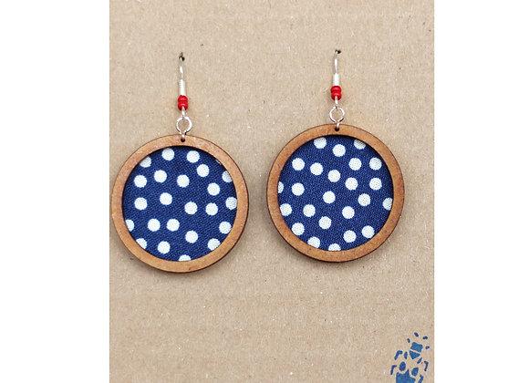 The Tiny Bug - Ohrring groß - Blauer Stoff mit weißen Punkten, rote Perle