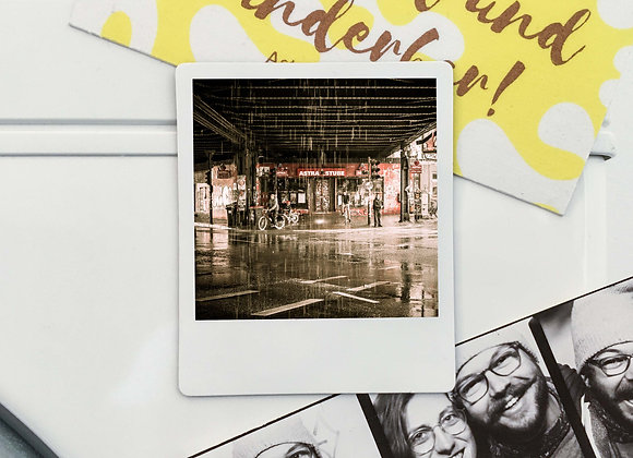 "Magnet ""Astrastube im Regen"" in Polaroid-Optik (3 Stk. für 12€"